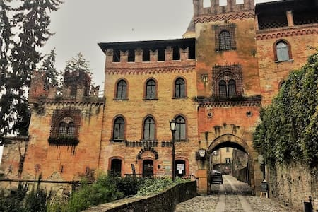 Historical house in the heart of medieval village - Castell'Arquato - Rumah