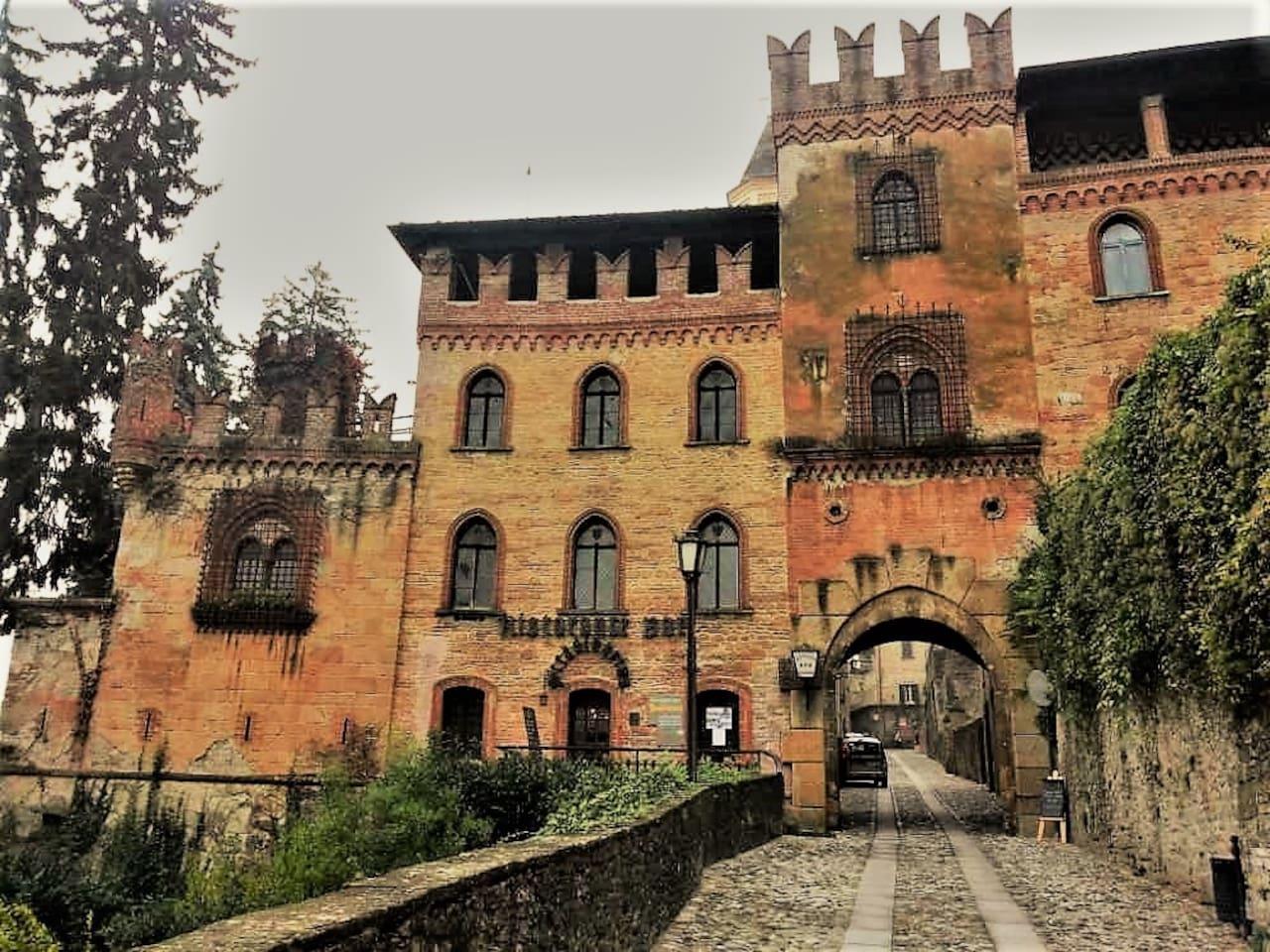 Fronte della casa (Palazzo Stradivari)
