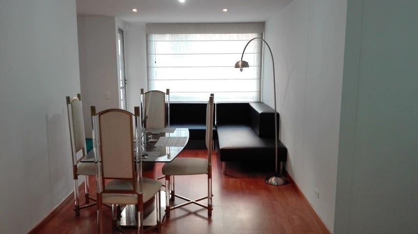 Tercer piso, ascensor, Boyacá con 152, tranquilo - Bogotá - Huoneisto