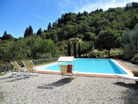 Toscansk bondegård nær Lucca med stort privat basseng