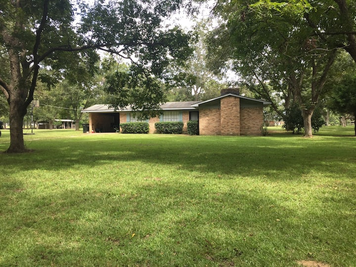 Home on 3 acres in Silverhill! 30 min to beach!