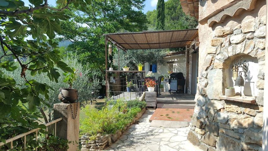Charmante maison provençale avec piscine à Callas