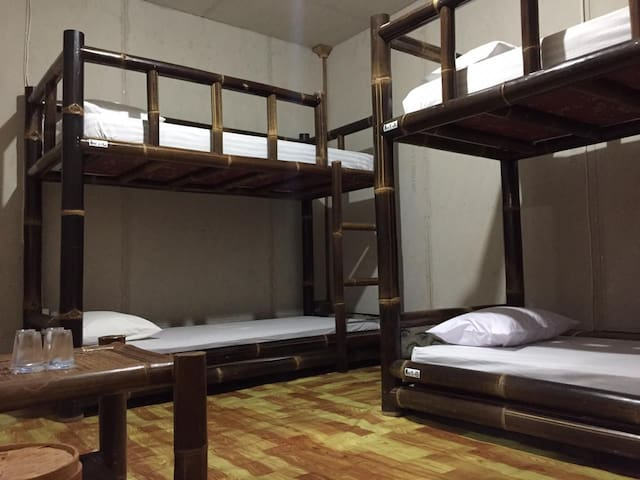 THE BEST PRICE HOSTEL, LOCATION IN THE MIDDLE TOWN
