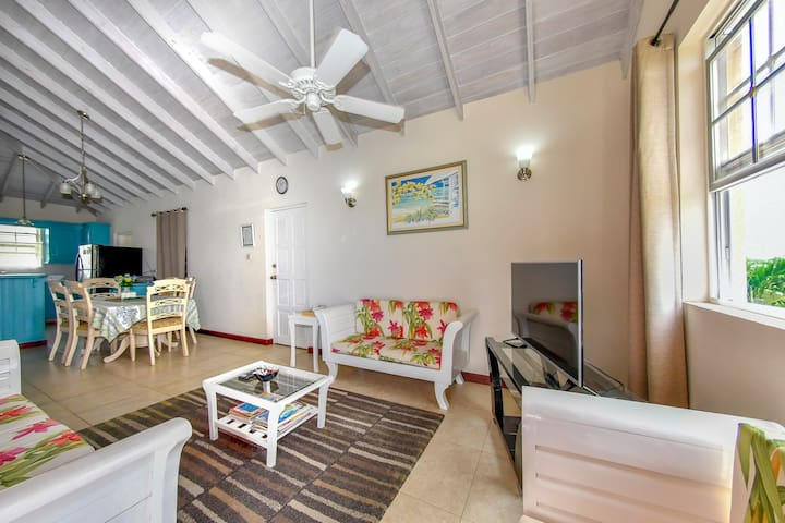 Apartment With Pool Near Golf Course And Oistins