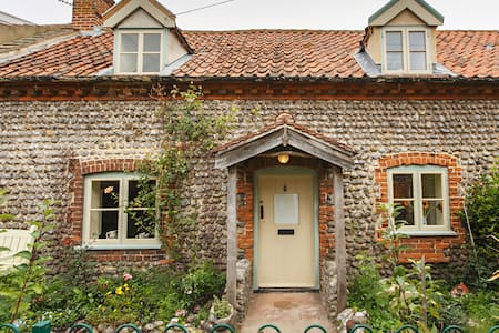 Two Cutty Sark - East Runton. Sleeps 4.