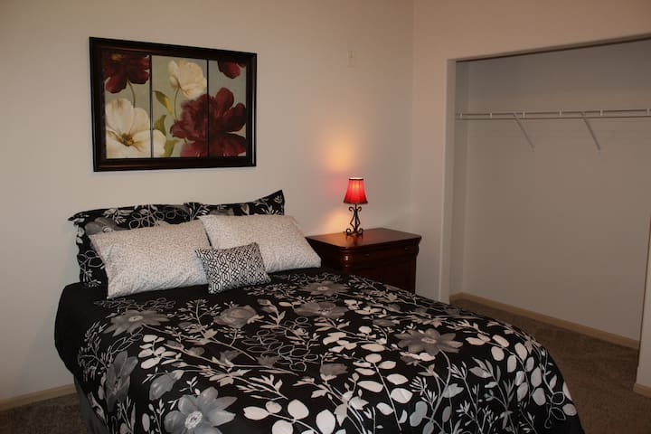 4 Bed Flat- NDSU