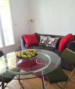 Grand studio,centre ville,plages, commerces, ideal - Apartment