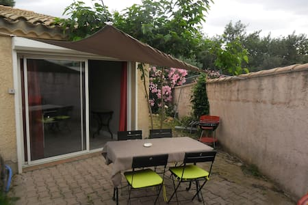 studio 35 m2, avec jardin et parking sécurisé - Pollestres