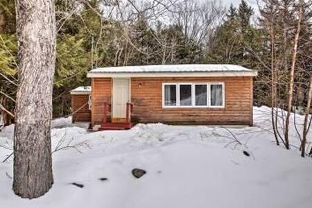 1 BR + Den-Rumney Cabin w/ Grill - Rumney - 小木屋