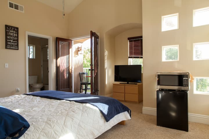 Private King Bed w/parking near LAX