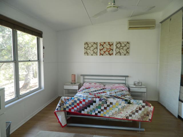 Country living with easy access to Brisbane City - Brookfield - Apartamento