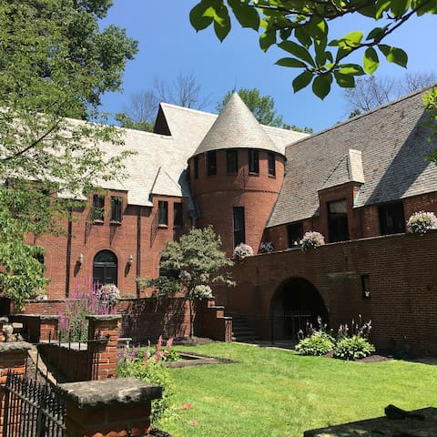 Purcell Mansion & Gardens - Prin. Elizabeth Suite