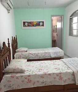 Suite e sala em casa colonial