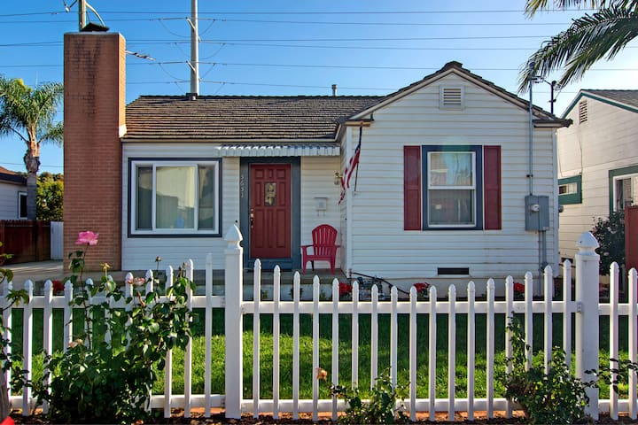Quaint cottage near USD/Old Town and trolley line