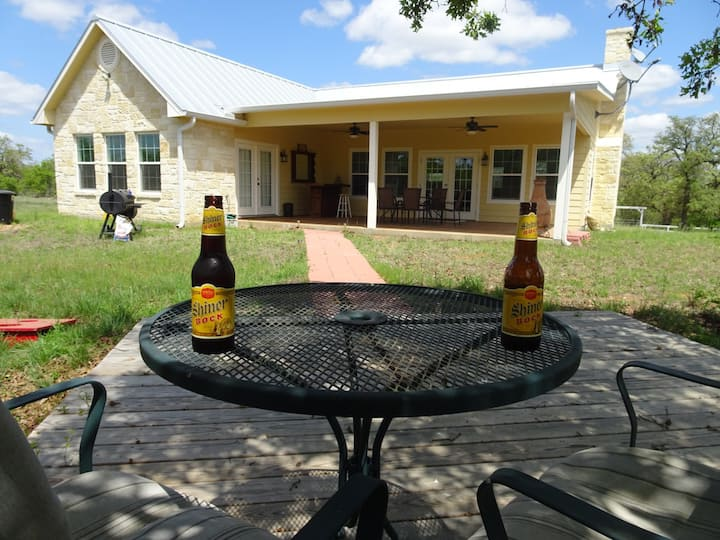 NEW ! Sulzbach Ranch, Castell TX, covered patio.