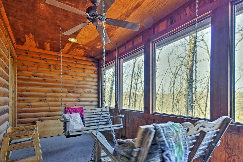 This cabin  features an enclosed deck, wood-burning fireplace, and access to top-notch community amenities.