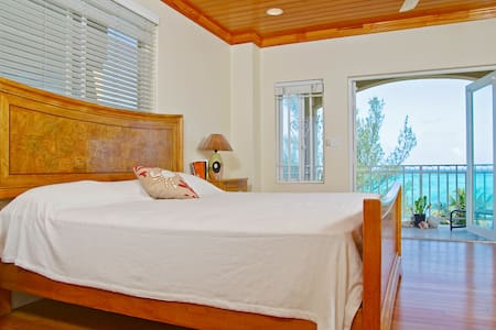 "Honeymoon-Suite ""Happy B&B"" Bahamas - Nassau - Bed & Breakfast"