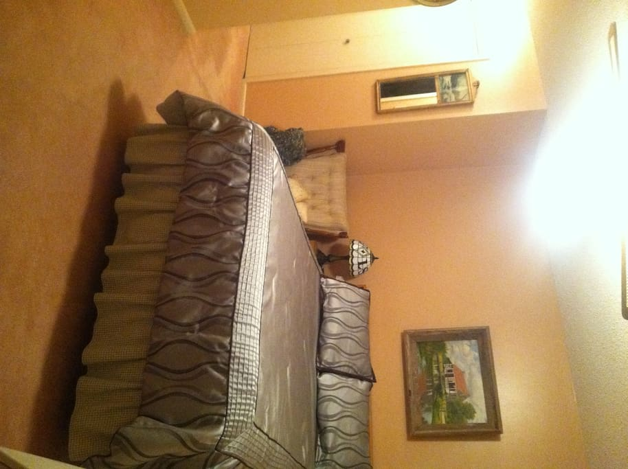 Snug and comfortable Queen bed, rocking chair, closet space, television...all for your enjoyment.