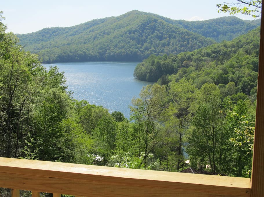 Secluded lake view log cabin with hot tub canoe for Cabin lake north carolina