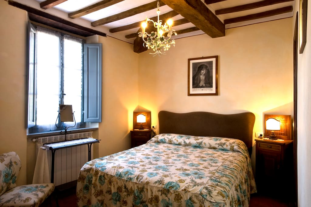 camera matrimoniale chambres d 39 h tes louer roccalbegna toscane italie. Black Bedroom Furniture Sets. Home Design Ideas