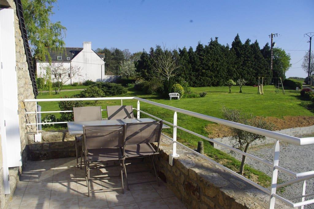 la terrasse et vue sur le jardin