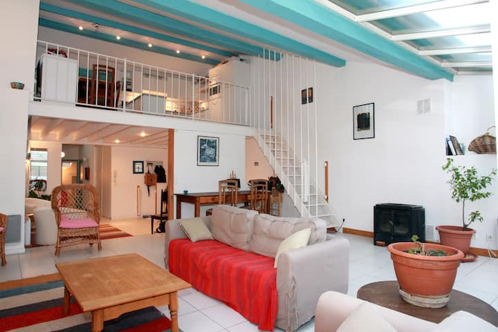 Large Penthouse Apartment, center of Carcassonne