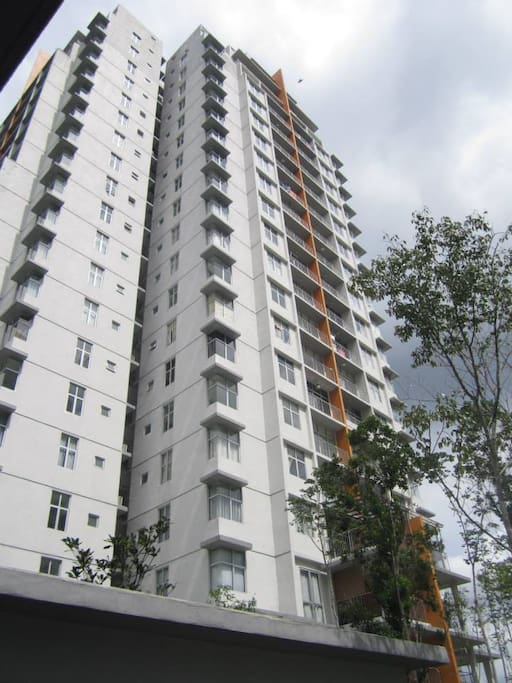 This complex is located in the middle of KL in 10 mins drive to city center.