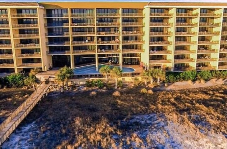 Dauphin Island Beachfront Condo! Amenities Galore!