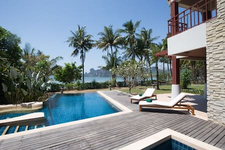 Krabi Beachfront Amatapura Villa 1 - Sai Thai - วิลล่า