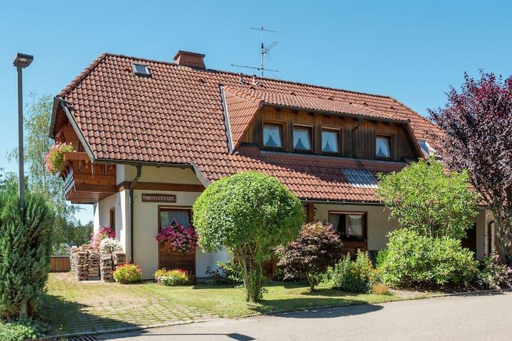 Appartamento vacanze moderno e luminoso a Furtwangen nella Foresta Nera con balcone