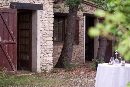 Cute little stone house in field of Luberon - Gordes - Inap sarapan