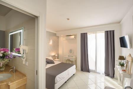 Room Feviel 2 Buffet breakfast and free shuttel