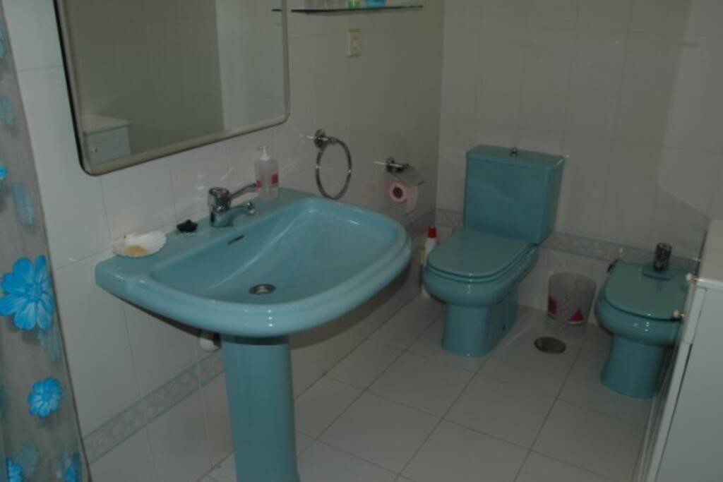 Baño dormitorio principal completo