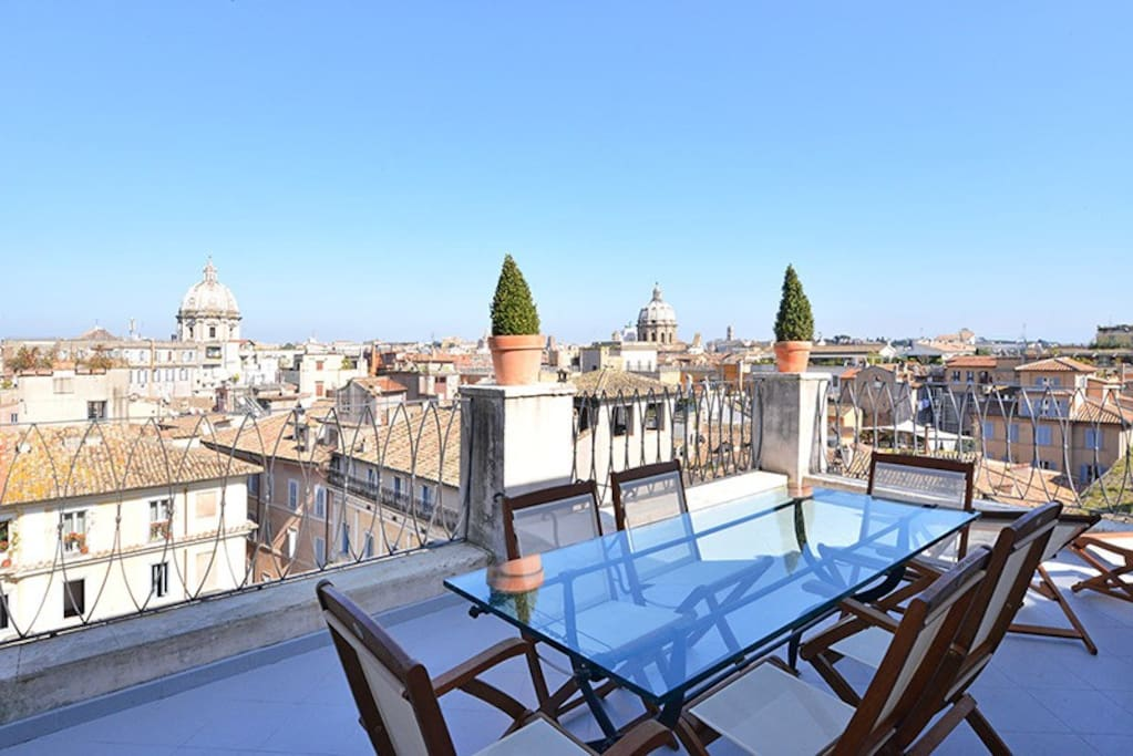 Spectacular terrace with views over Rome