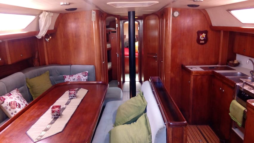 Confortable and cozy sailing boat.47.2 feet.