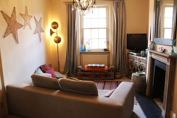 Room in gorgeous Islington flat