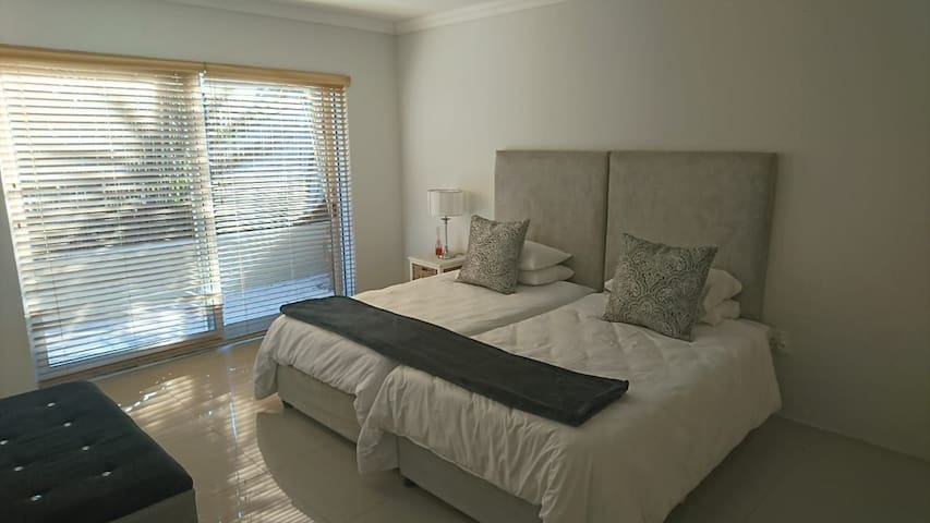 Neat self catering Ground apartment for 2