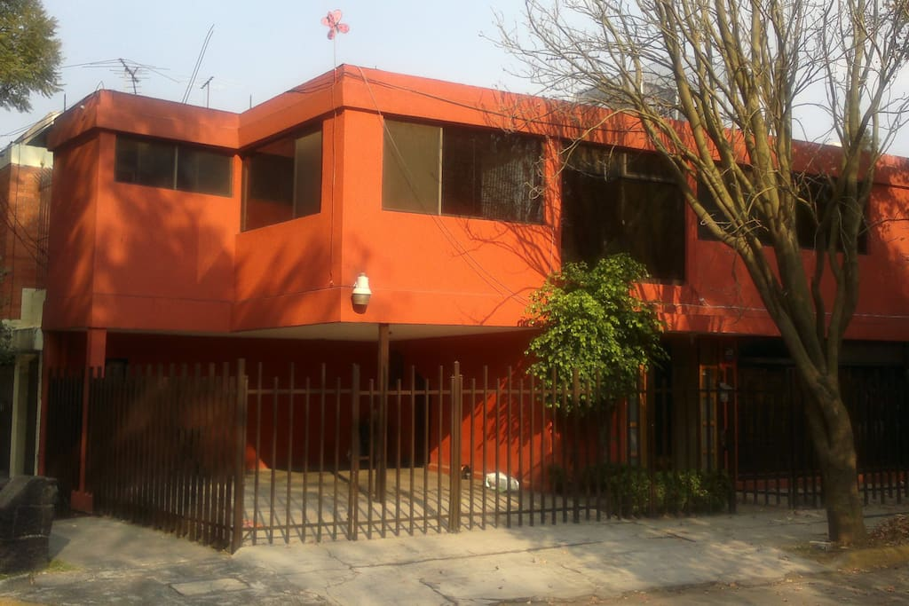 Great house in a very calm and secure zone of the city