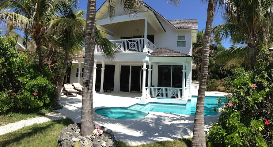 Stunning Waterfront Property - Harbour Island - House