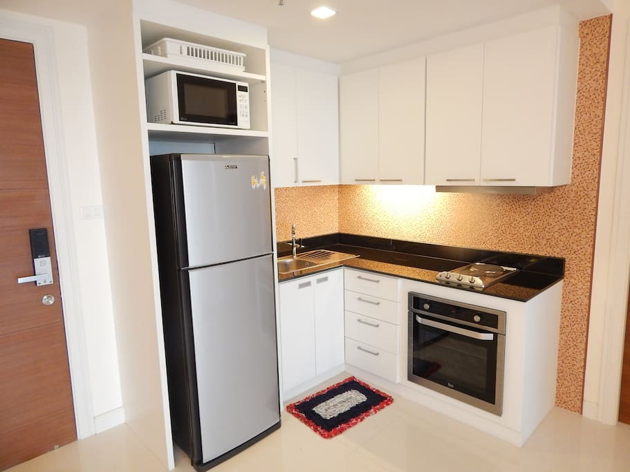 Fully equipped kitchen,micro wave,stove burners and oven