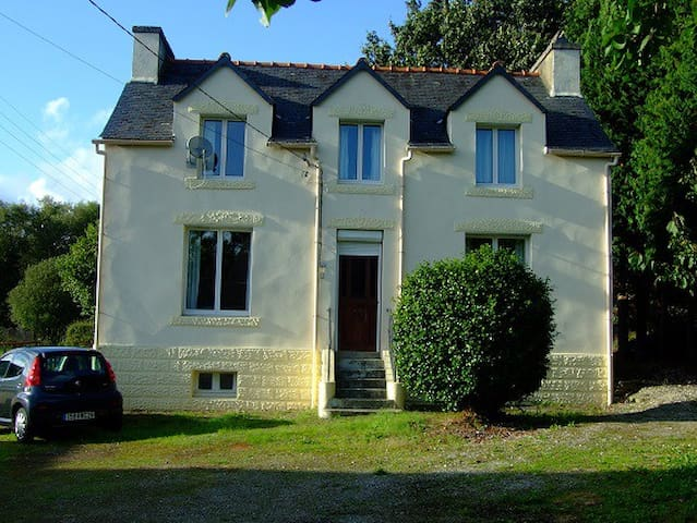 Breton Family Holiday Home - Spézet - Dom