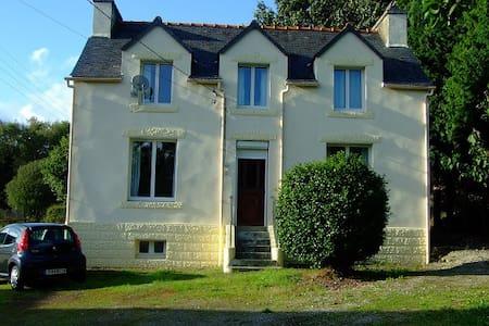 Breton Family House. - Spézet - Huis