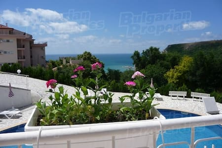 Gorgeous Views and Tranquility - Kavarna - Apartemen