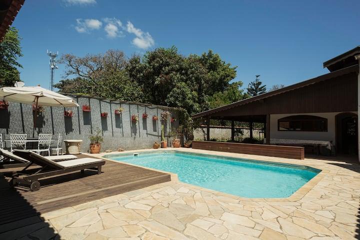 Chácara c/ piscina e churrasqueira em Atibaia