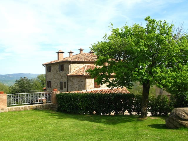 Loggia Stupend flat for 6  with pool - countryside - Cortona - Apartemen