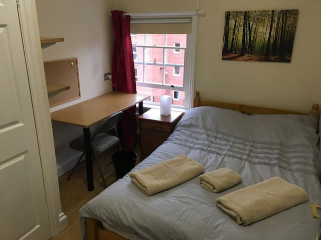 Cosy Double Room in Liverpool City Centre - Room 7
