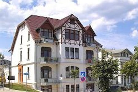 Villa Medici Ahlbeck 2 Zimm. FeWo   - Ostseebad Ahlbeck - Huoneisto