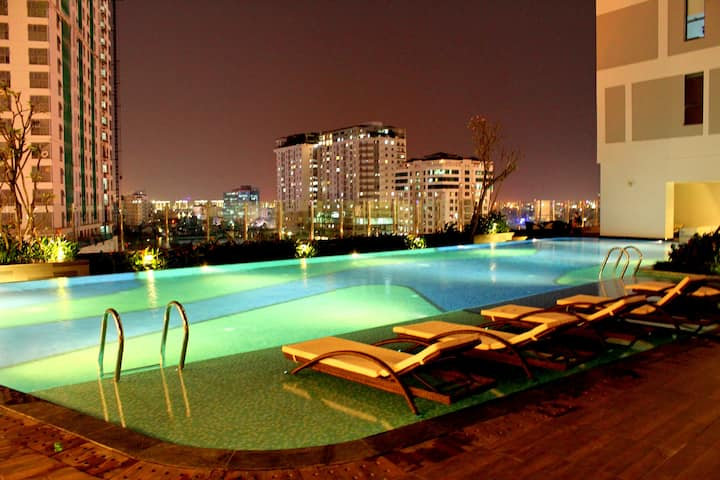 Awesome Pool//Central//BRAND NEW APARTMENT