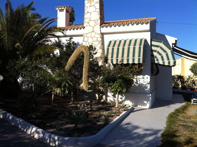 Sunny B&B with local beach 1km away - El Campello - Bed & Breakfast