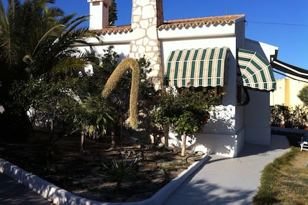 Sunny B&B with local beach 1km away - El Campello